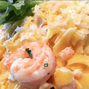 Pasta mit Garnelen an laktosefreier Soße